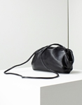 Εικόνα από Γυναικεία τσάντα ώμου με σούρες Μαύρο