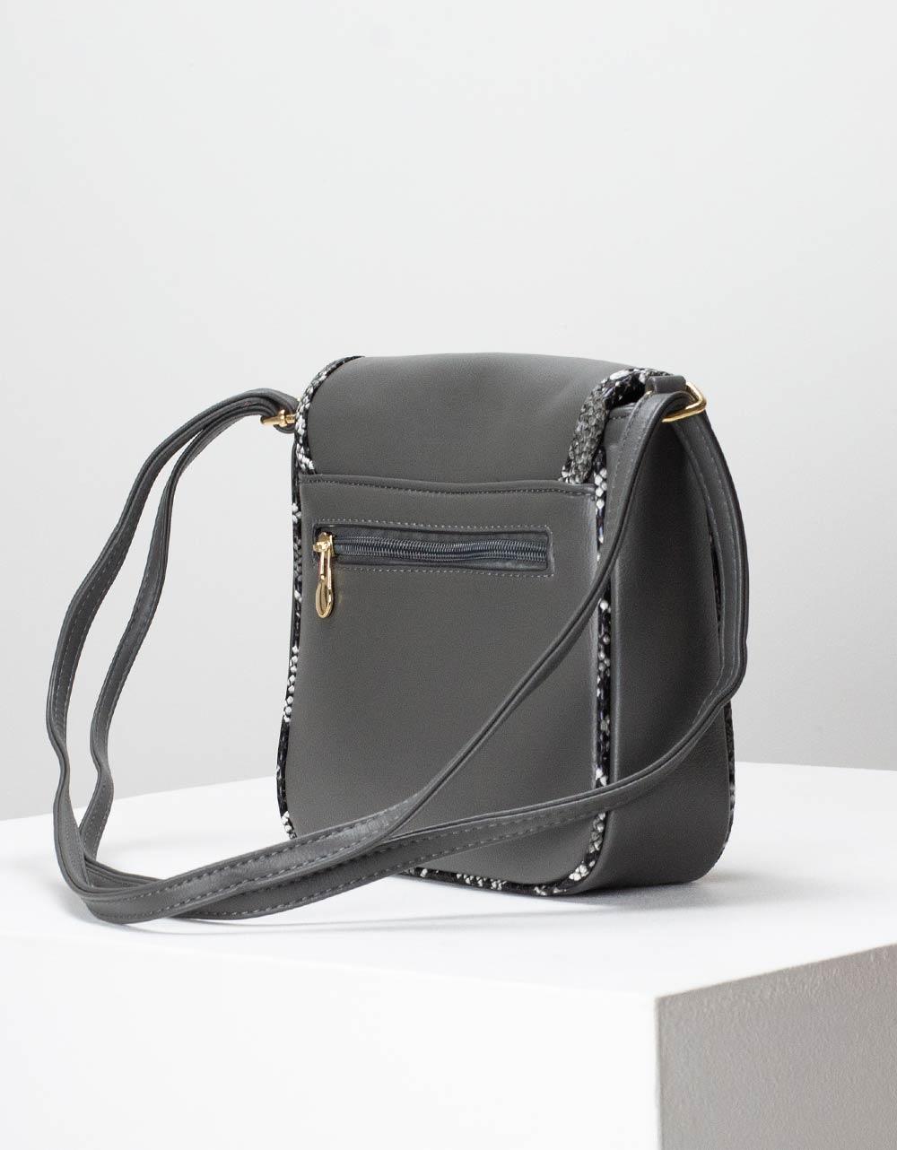 Εικόνα από Γυναικεία τσάντα ώμου με λεπτομέρειες κροκό Γκρι