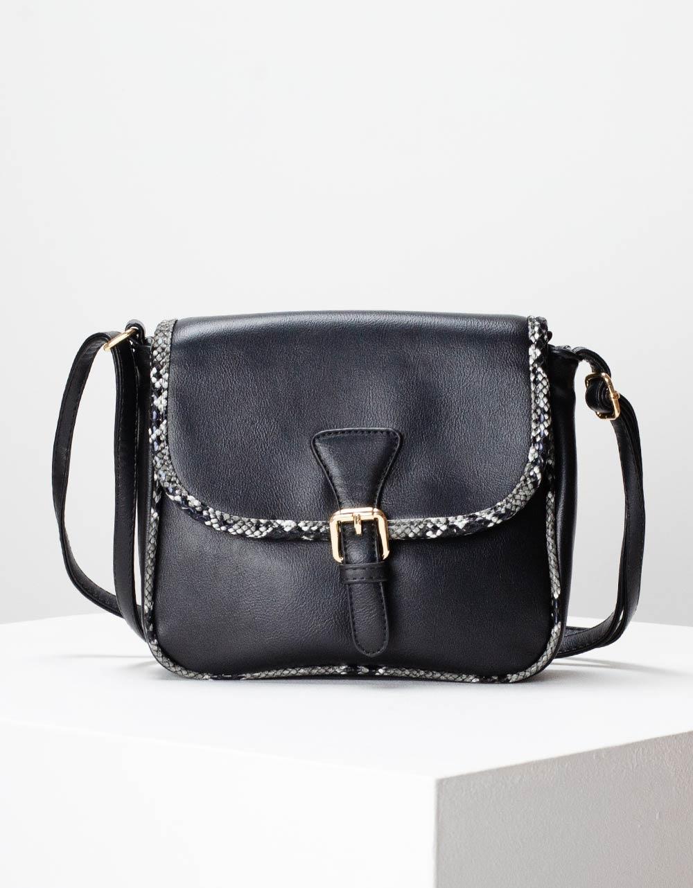 Εικόνα από Γυναικεία τσάντα ώμου με λεπτομέρειες κροκό Μαύρο