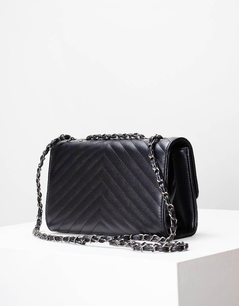 Εικόνα από Γυναικείες τσάντες ώμου μονόχρωμη καπιτονέ Μαύρο