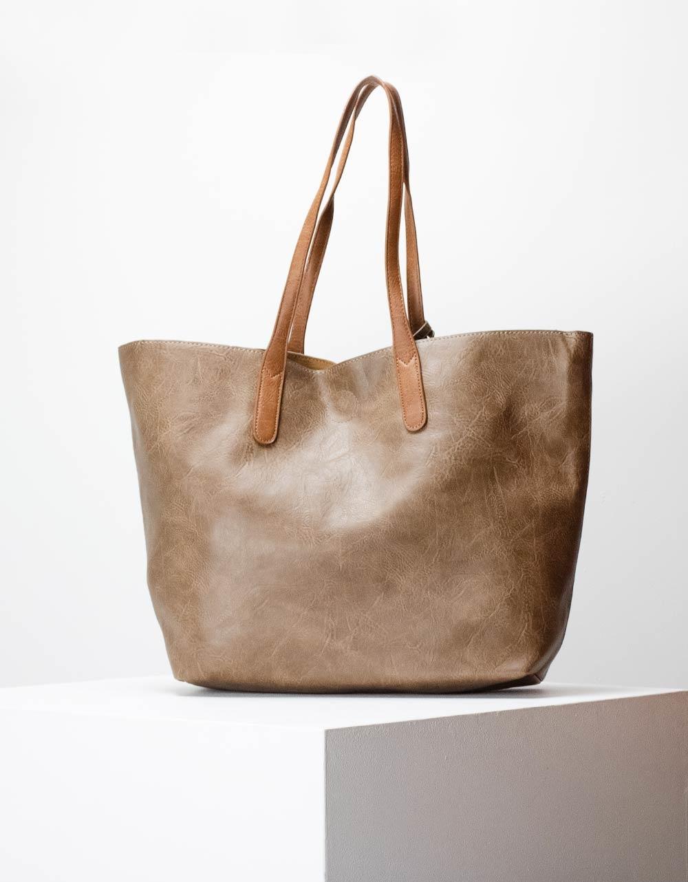 Εικόνα από Γυναικεία τσάντα ώμου σε απλή γραμμή μονόχρωμη Πούρο