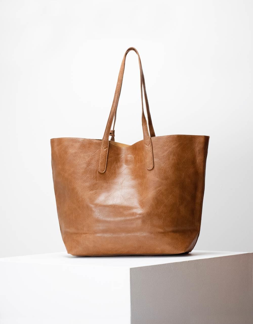 Εικόνα από Γυναικεία τσάντα ώμου σε απλή γραμμή μονόχρωμη Ταμπά