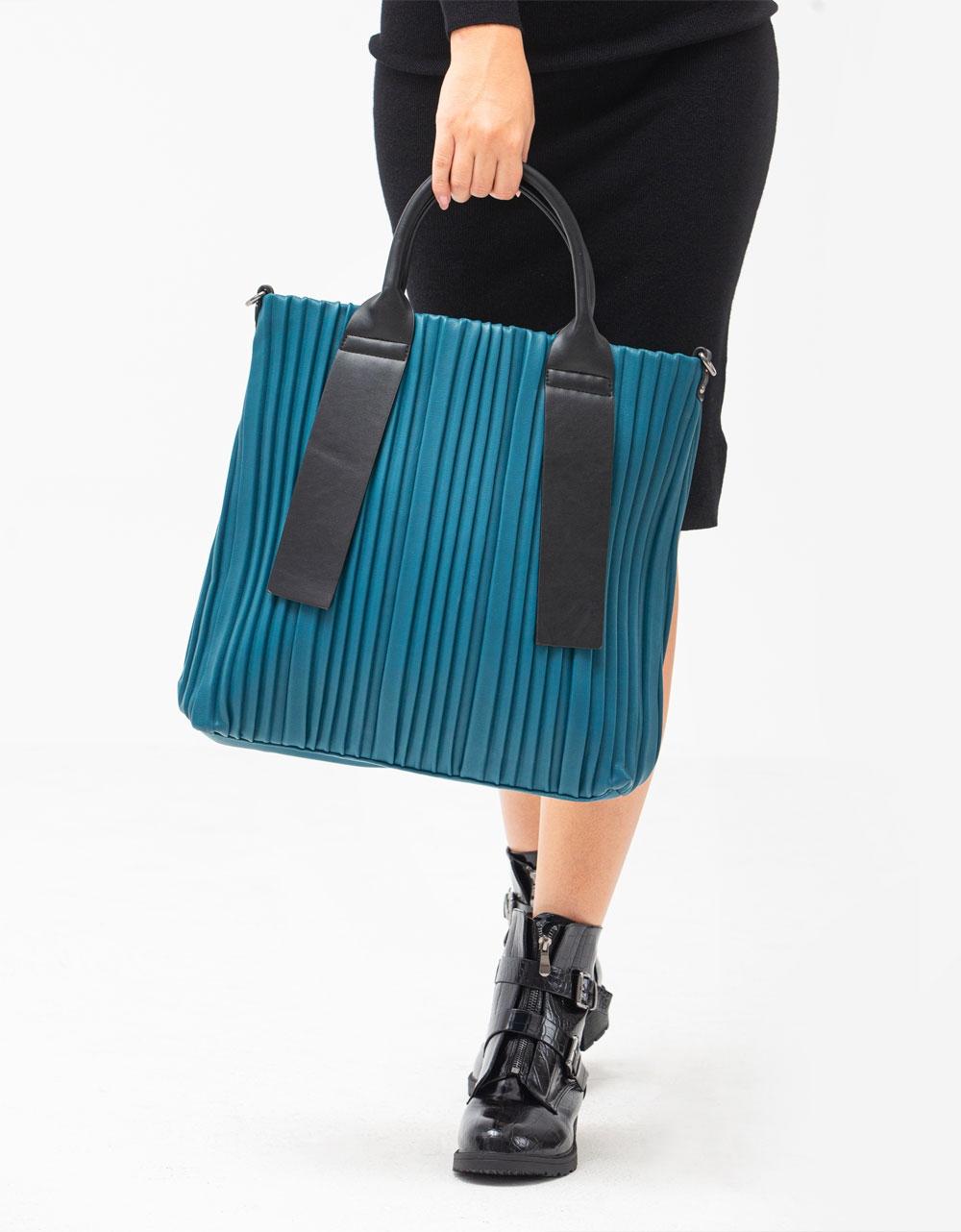 Εικόνα από Γυναικεία τσάντα χειρός με ιδιαίτερο καπιτονέ σχέδιο Βεραμάν