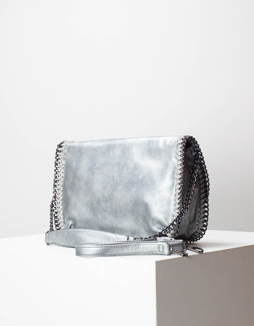 Εικόνα από Γυναικεία τσάντα ώμου & χιαστί με διακοσμητική αλυσίδα Γκρι