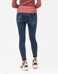 Εικόνα από Γυναικείο παντελόνι με σκισίματα Τζιν
