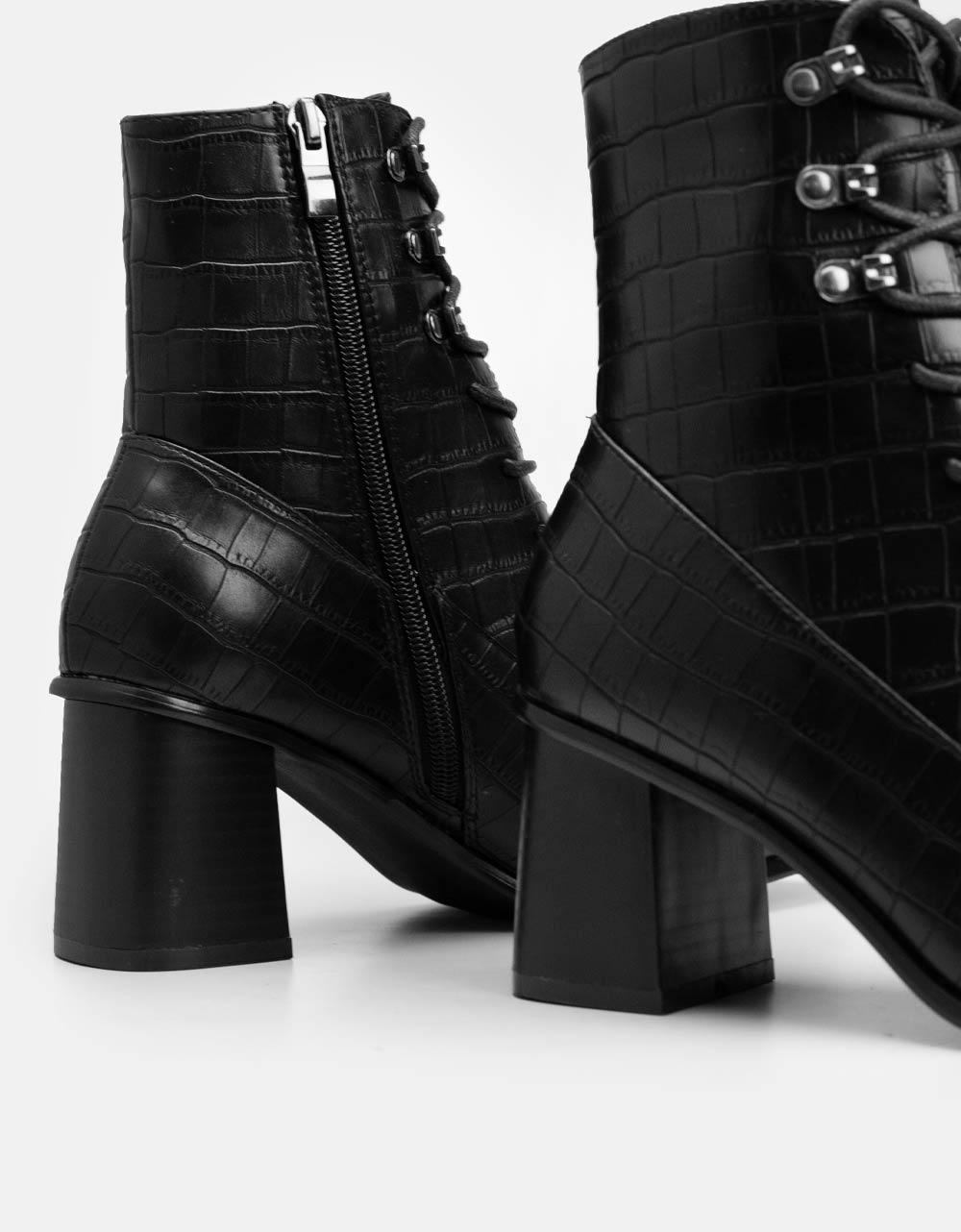 Εικόνα από  Γυναικεία μποτάκια με κορδόνια και κροκό μοτίβο Μαύρο
