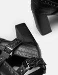 Εικόνα από Γυναικεία μποτάκια με τρουκς λεπτομέρειες Μαύρο