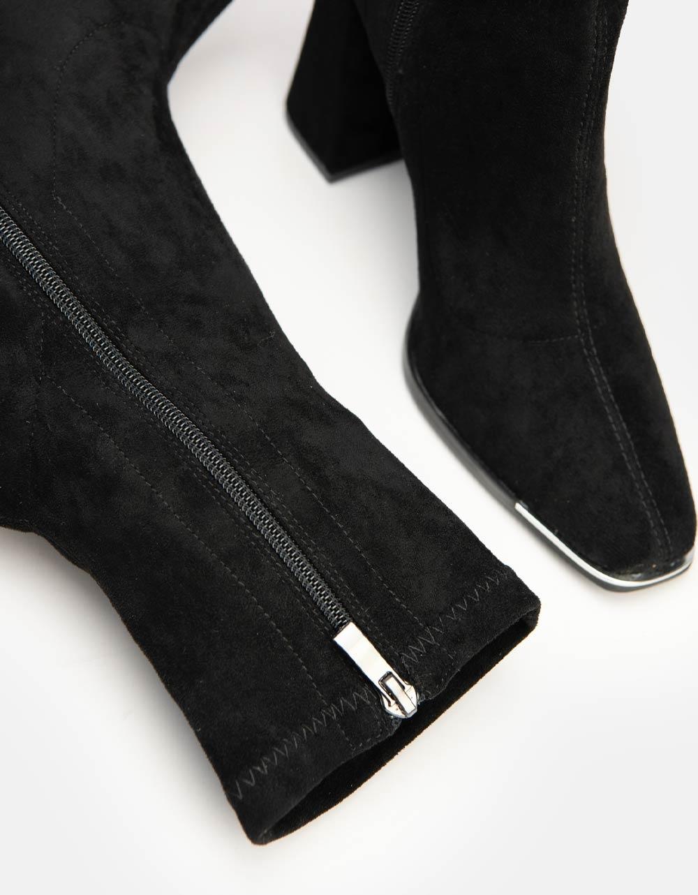 Εικόνα από Γυναικεία μποτάκια μονόχρωμα με μετελλική λεπτομέρεια στο μπροστινό μέρος Μαύρο