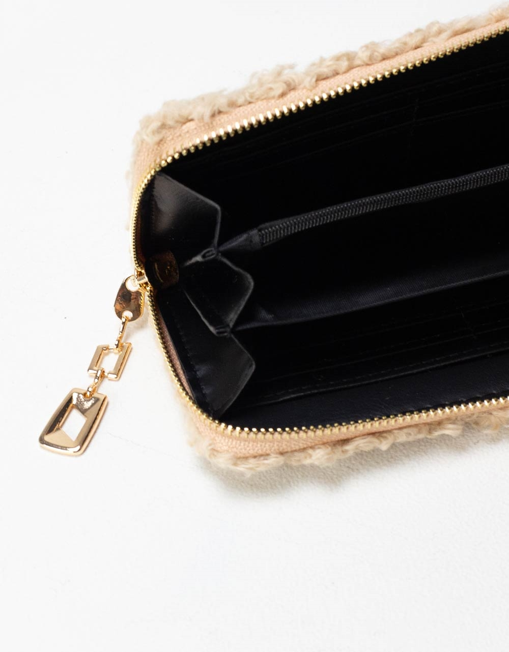 Εικόνα από Γυναικεία πορτοφόλια με γουνάκι Μπεζ