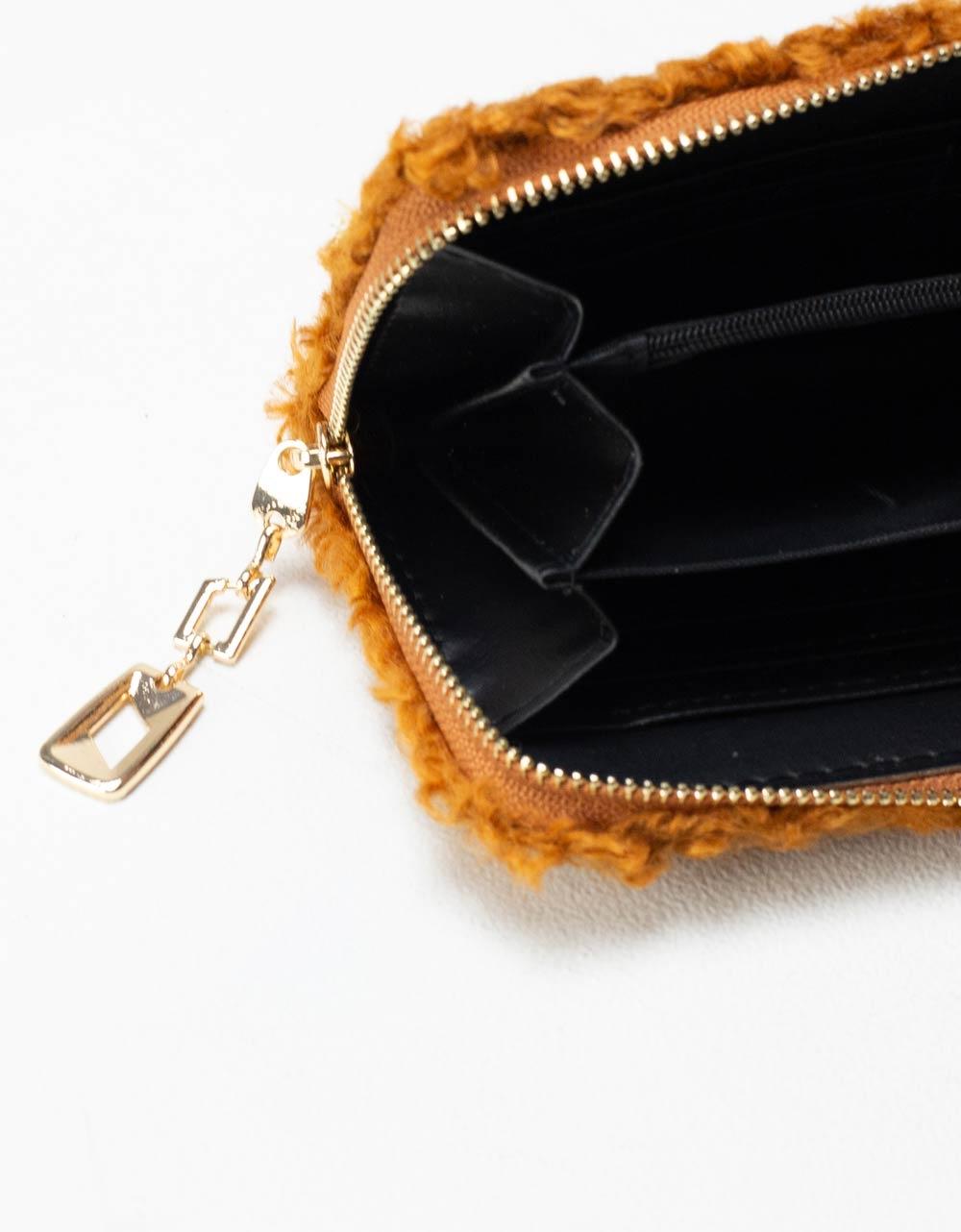 Εικόνα από Γυναικεία πορτοφόλια με γουνάκι Ταμπά