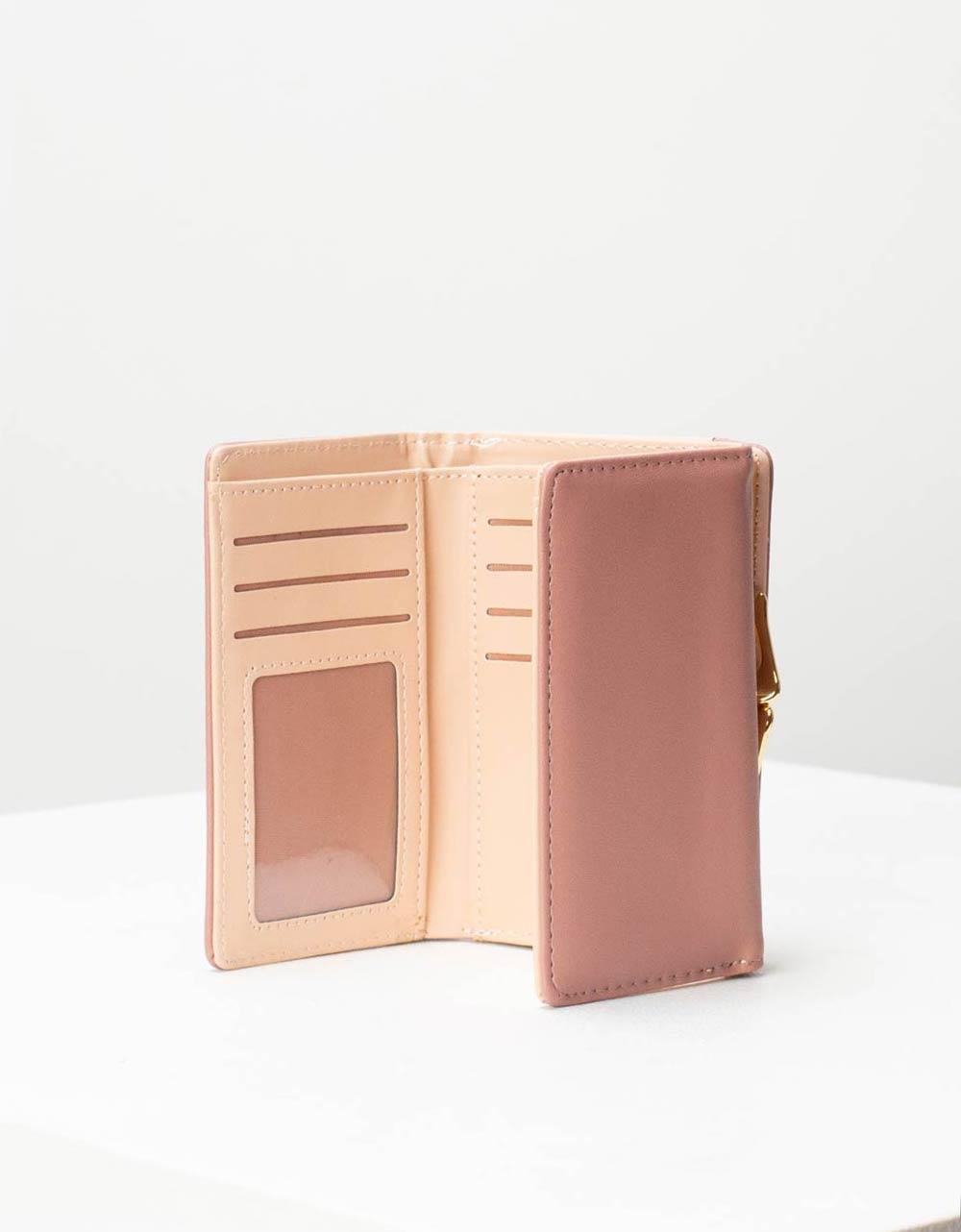 Εικόνα από Γυναικεία πορτοφόλια με μεταλλικό διακοσμητικό Ροζ