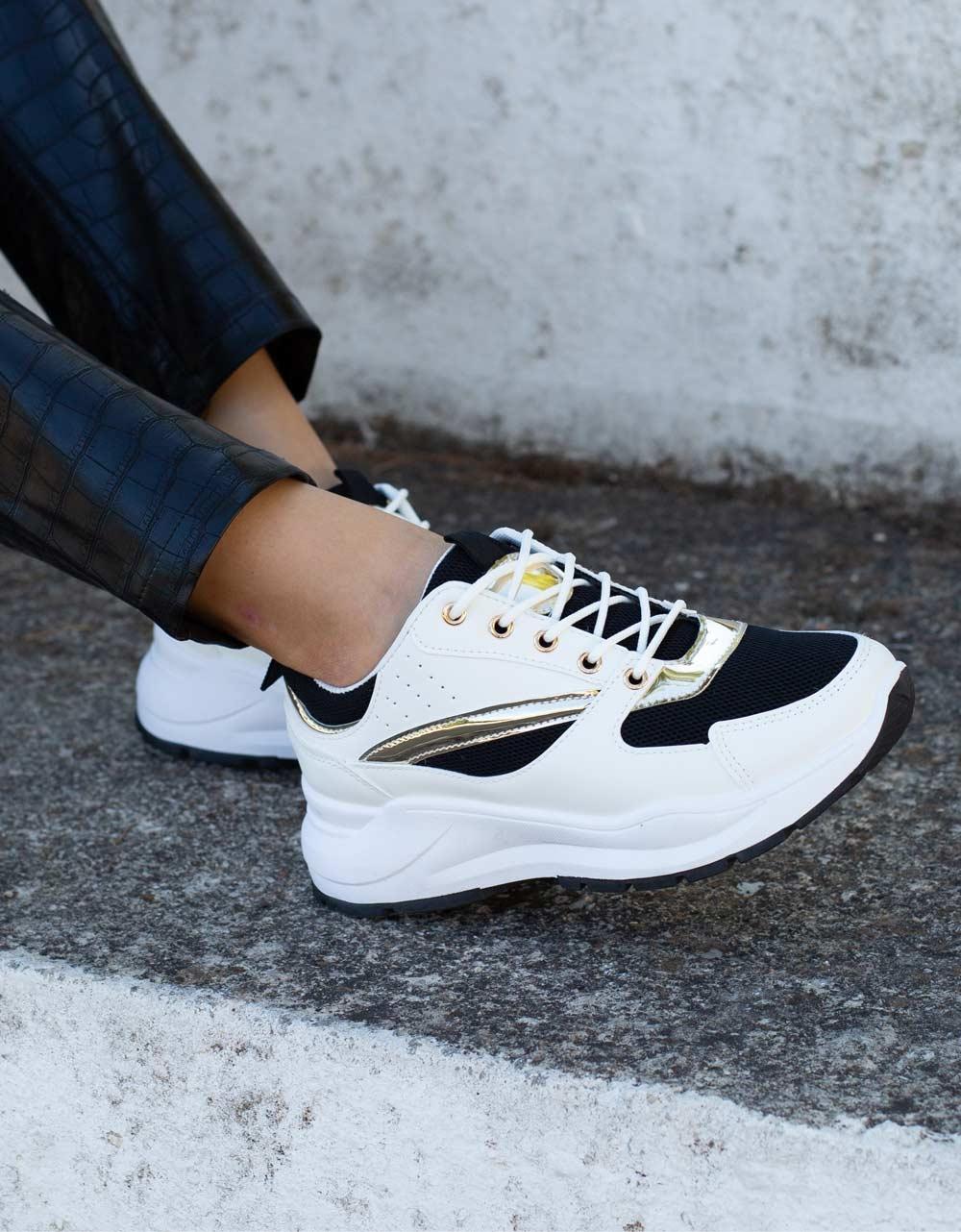 Εικόνα από Γυναικεία sneakers με ανάγλυφες λεπτομέρειες Λευκό/Μαύρο