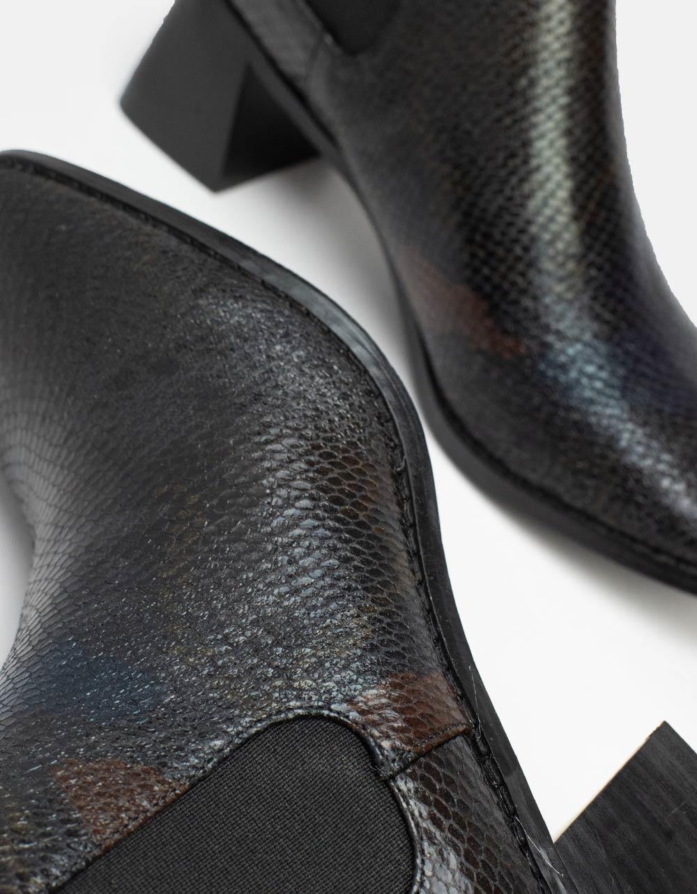 Εικόνα από Γυναικεία μποτάκια με κροκό μοτίβο Μαύρο