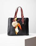 Εικόνα από Γυναικεία τσάντα χειρός με διακοσμητικό φουντάκι Μαύρο