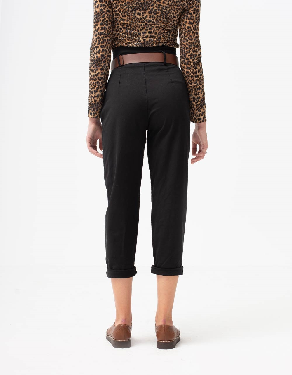 Εικόνα από Γυναικείο παντελόνι ψηλόμεσο με ζωνάκι Μαύρο