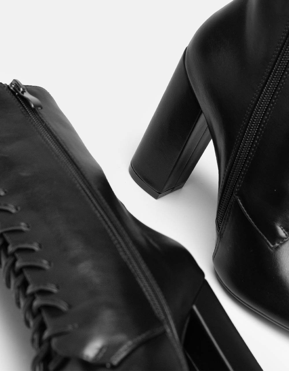 Εικόνα από Γυναικεία μποτάκια με τακούνι και κορδόνια Μαύρο