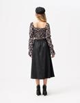 Εικόνα από Γυναικεία μπλούζα crop top με σούρες Λευκό/Μαύρο