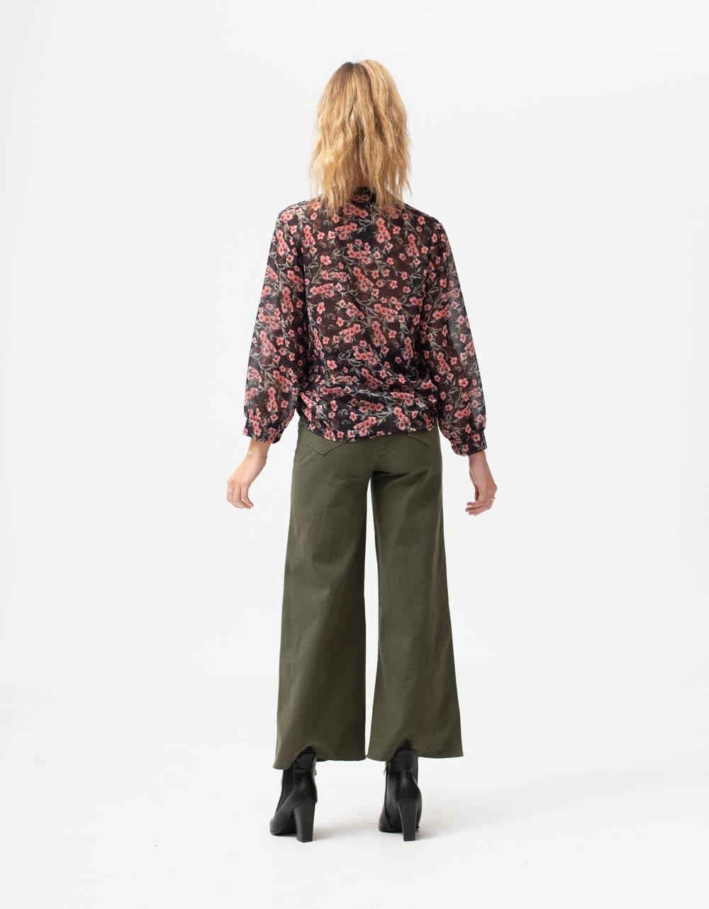 Εικόνα από Γυναικεία μπλούζα floral Μαύρο