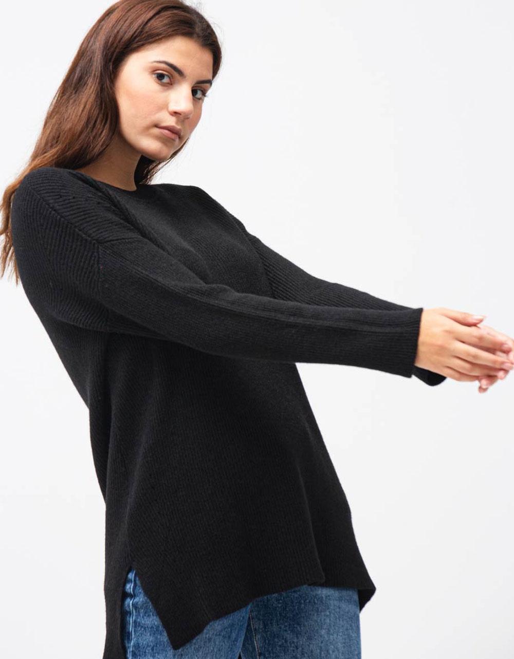 Εικόνα από Γυναικεία μπλούζα μακριά σε ασύμμετρο σχέδιο Μαύρο