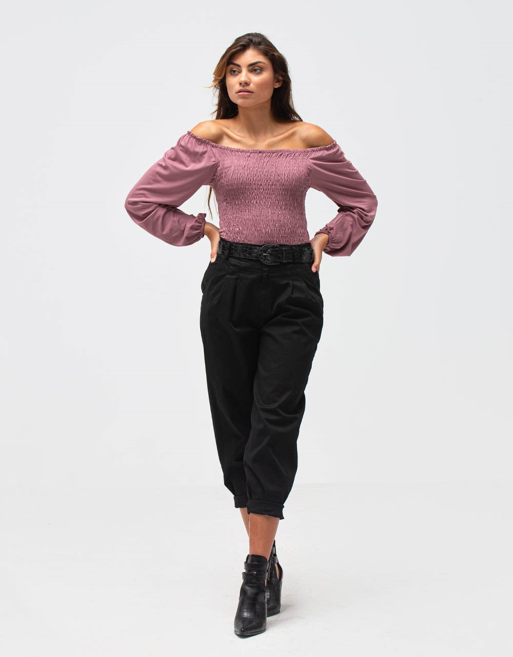 Εικόνα από Γυναικεία μπλούζα με ακάλυπτους ώμους Ροζ