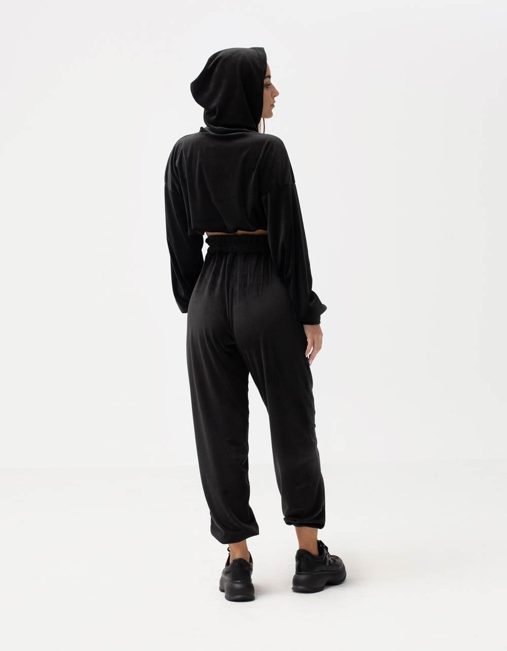 Εικόνα από Γυναικεία μπλούζα με λάστιχο βελουτέ Μαύρο