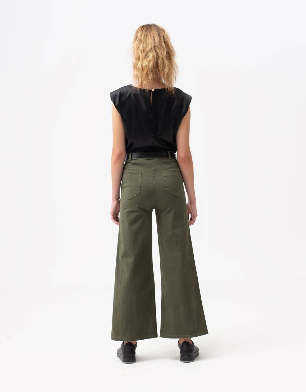 Εικόνα από Γυναικεία μπλούζα σατέν με βάτες Μαύρο