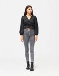Εικόνα από Γυναικεία μπλούζα σατέν με σούρες Μαύρο
