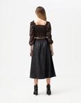 Εικόνα από Γυναικεία μπλούζα τοπ με σούρες Μαύρο