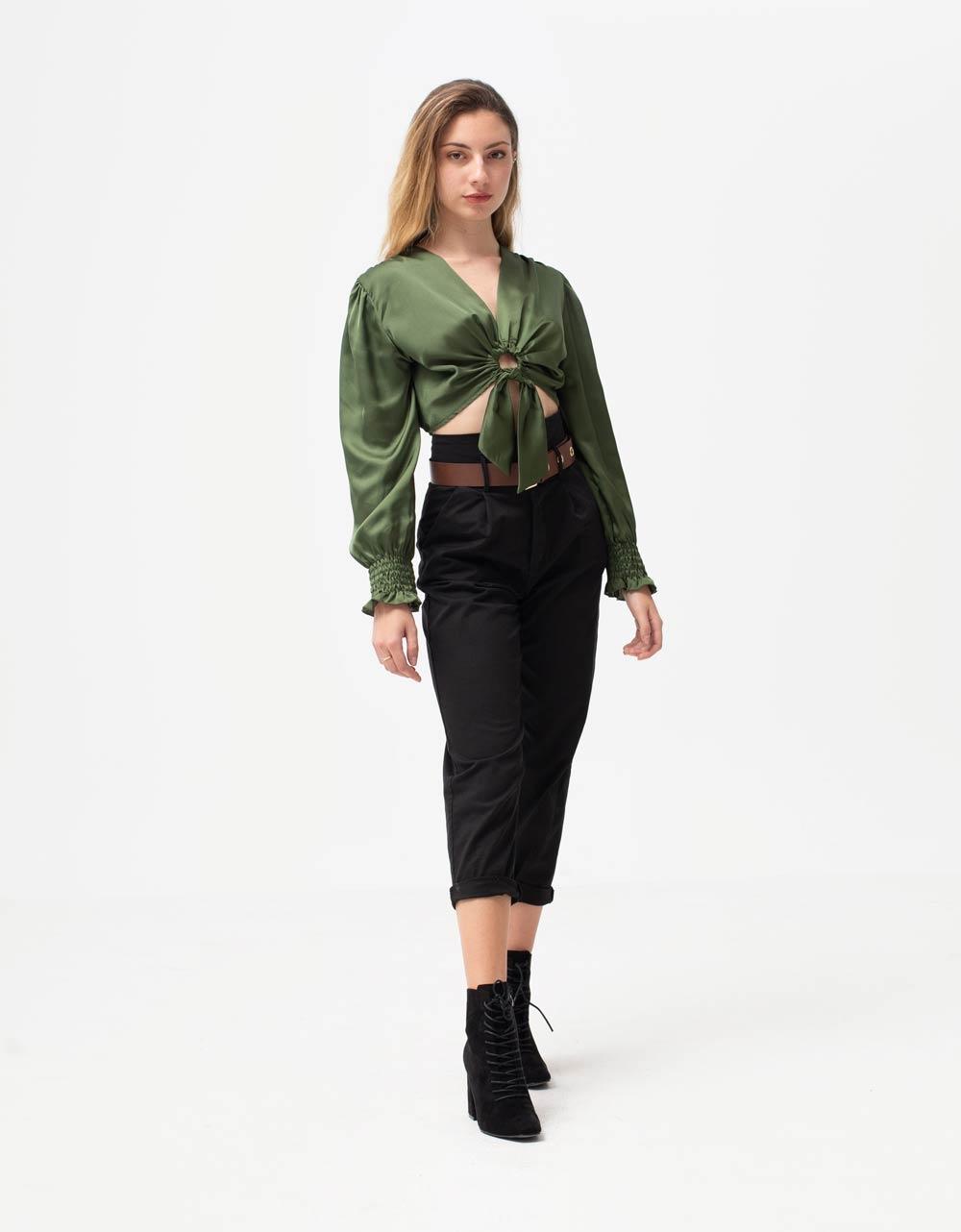 Εικόνα από Γυναικεία μπλούζα τοπ σατέν με σούρα στα μανίκια και κρίκο Πράσινο