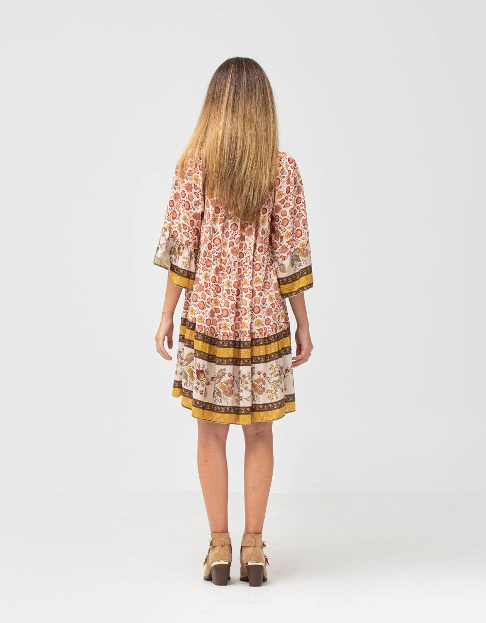 Εικόνα από Γυναικείο φόρεμα με βολάν Λευκό