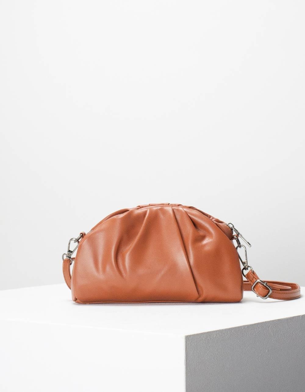 Εικόνα από Γυναικεία τσάντα ώμου & χιαστί μονόχρωμη με σούρες Ταμπά
