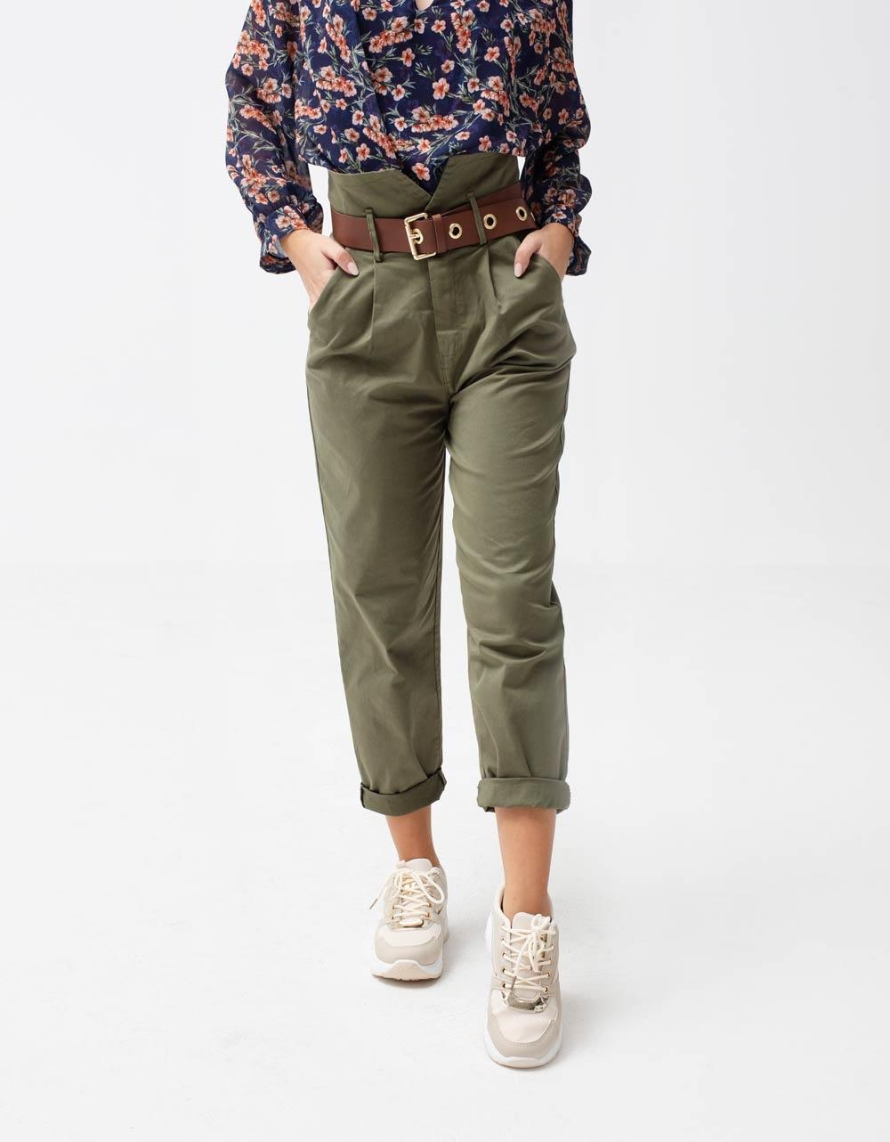 Εικόνα από Γυναικείο παντελόνι ψηλόμεσο με ζωνάκι Πράσινο