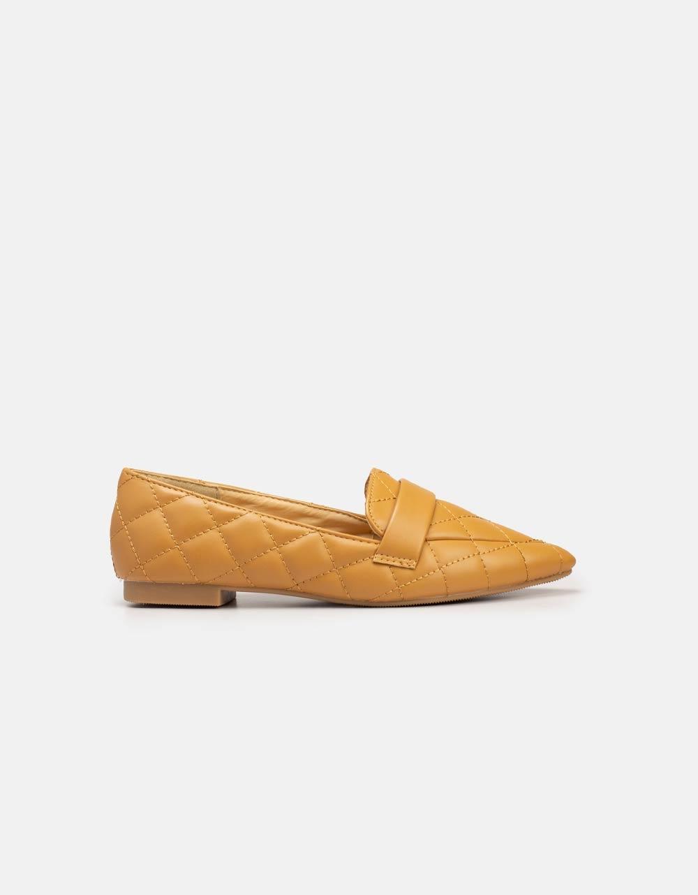 Εικόνα από Γυναικεία loafers με καπιτονέ μοτίβο Κάμελ