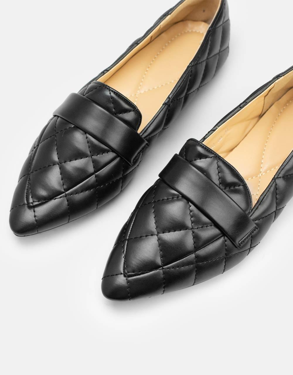 Εικόνα από Γυναικεία loafers με καπιτονέ μοτίβο Μαύρο