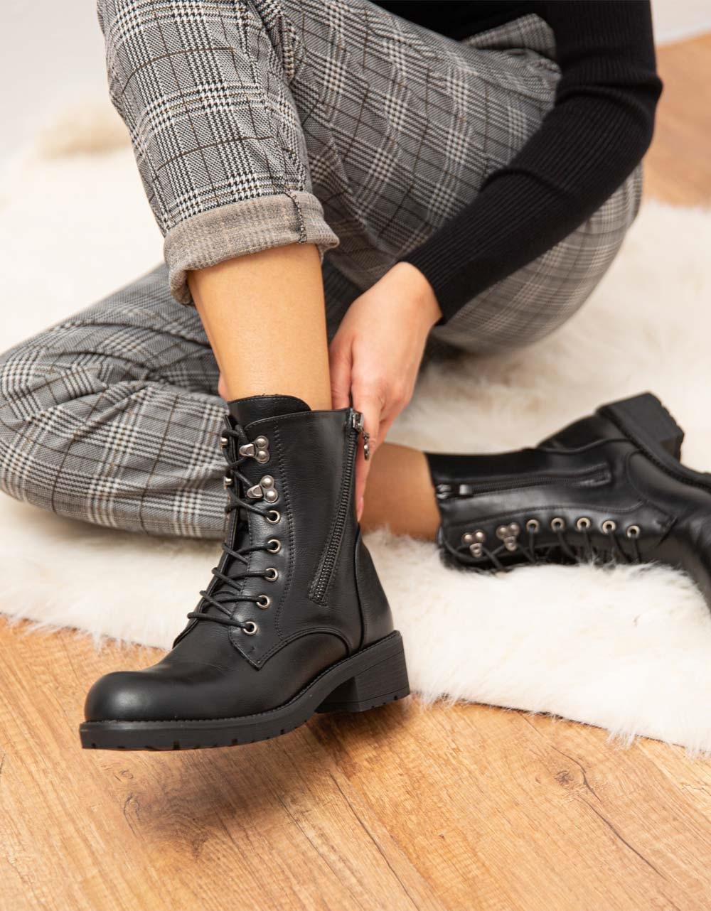 Εικόνα από  Γυναικεία μποτάκια με φερμουάρ στο πλαινό μέρος Μαύρο