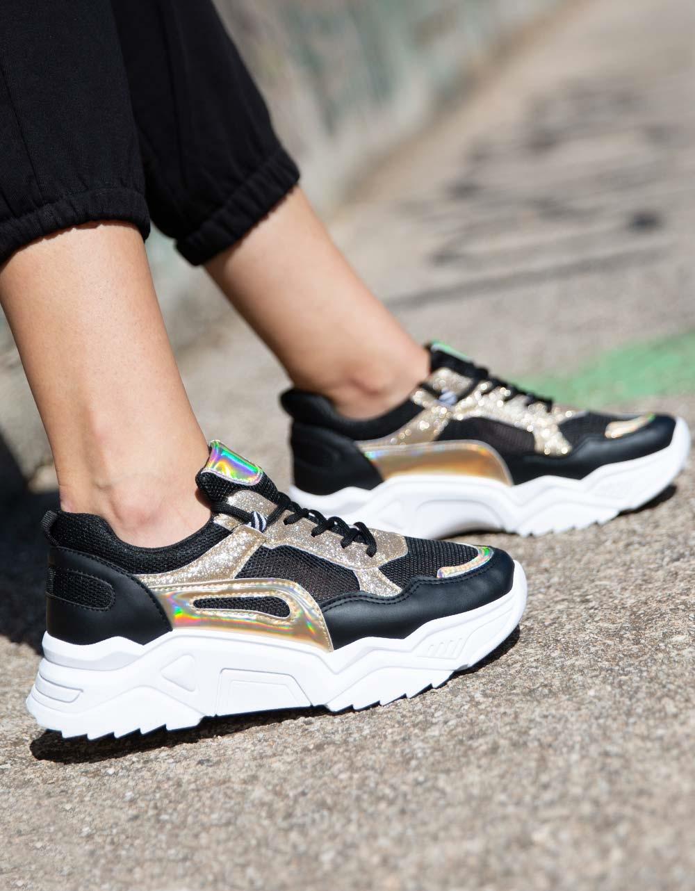 Εικόνα από Γυναικεία sneakers με glitter και μεταλιζέ λεπτομέρειες Μαύρο
