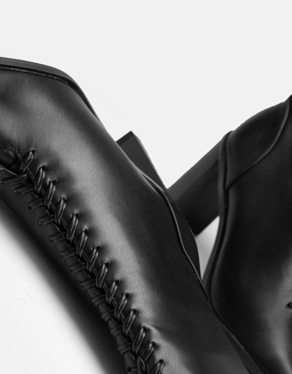 Εικόνα από Γυναικεία μποτάκια με λεπτομέρεια στο τακούνι Μαύρο