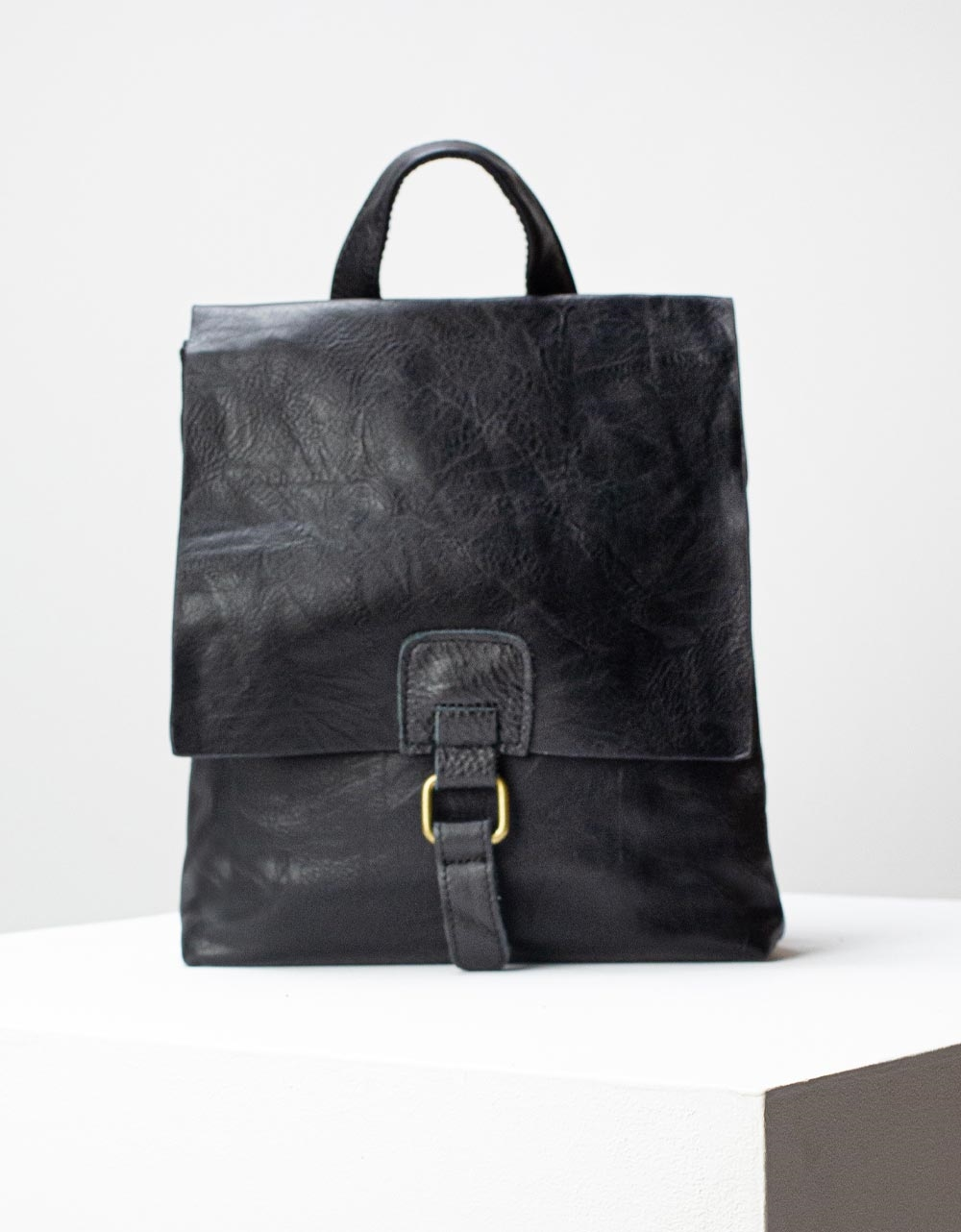 Εικόνα από Γυναικεία σακίδια πλάτης μονόχρωμα Μαύρο