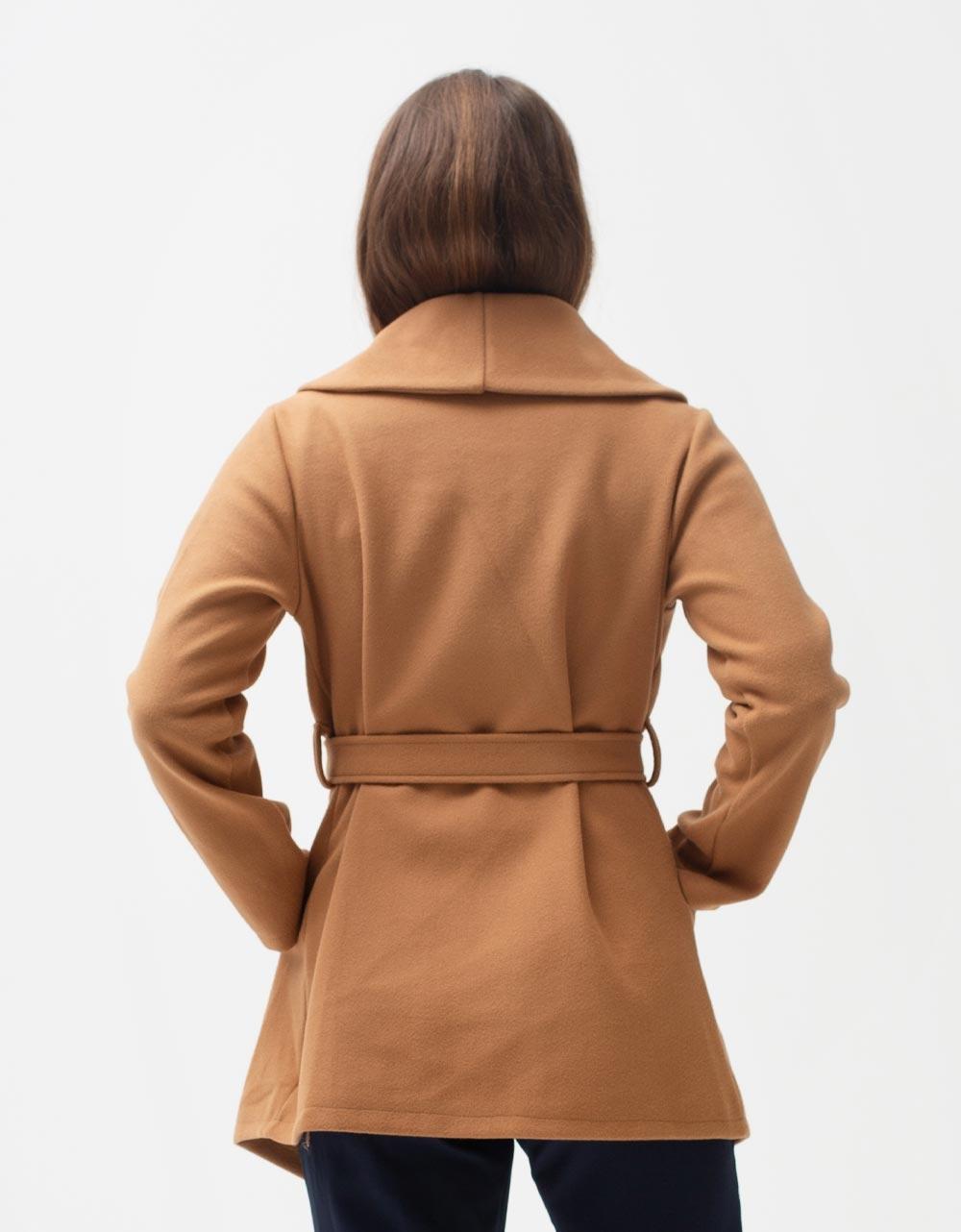 Εικόνα από Γυναικείο πανωφόρι με τσέπες Κάμελ