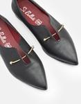 Εικόνα από Γυναικεία loafers μυτερά με μεταλλικό διακοσμητικό Μαύρο