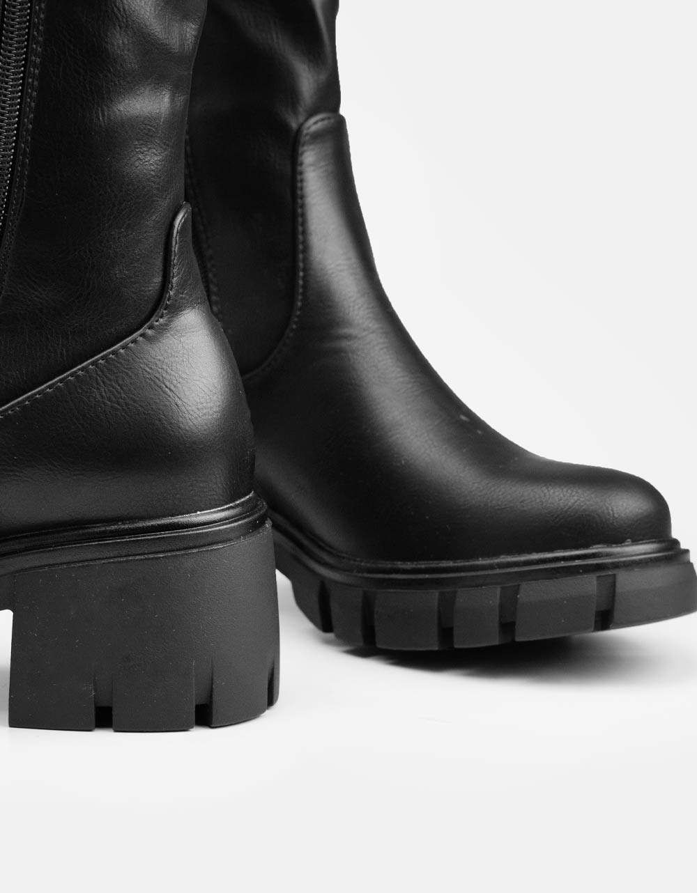 Εικόνα από Γυναικείες μπότες με λάστιχο στο πλαινό μέρος Μαύρο