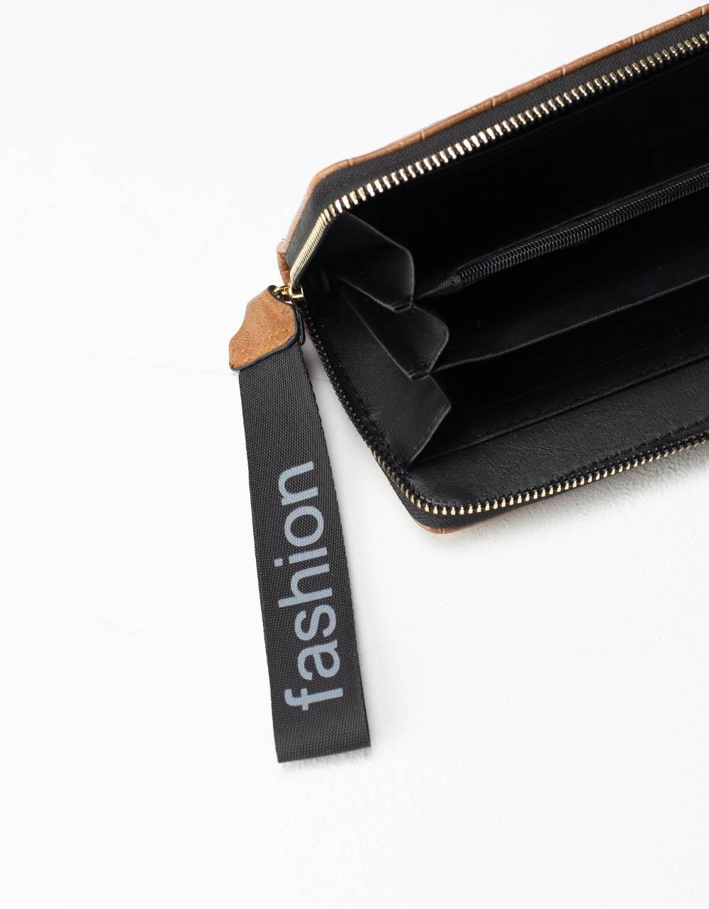 Εικόνα από Γυναικεία πορτοφόλια με μοτίβο Πούρο