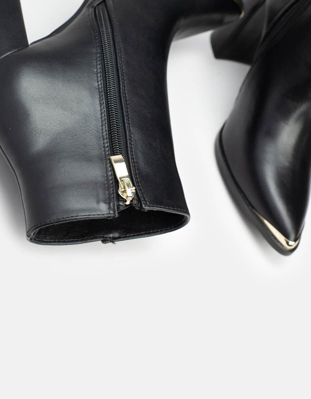 Εικόνα από Γυναικεία μποτάκια με μεταλλικό διακοσμητικό στην μύτη Μαύρο