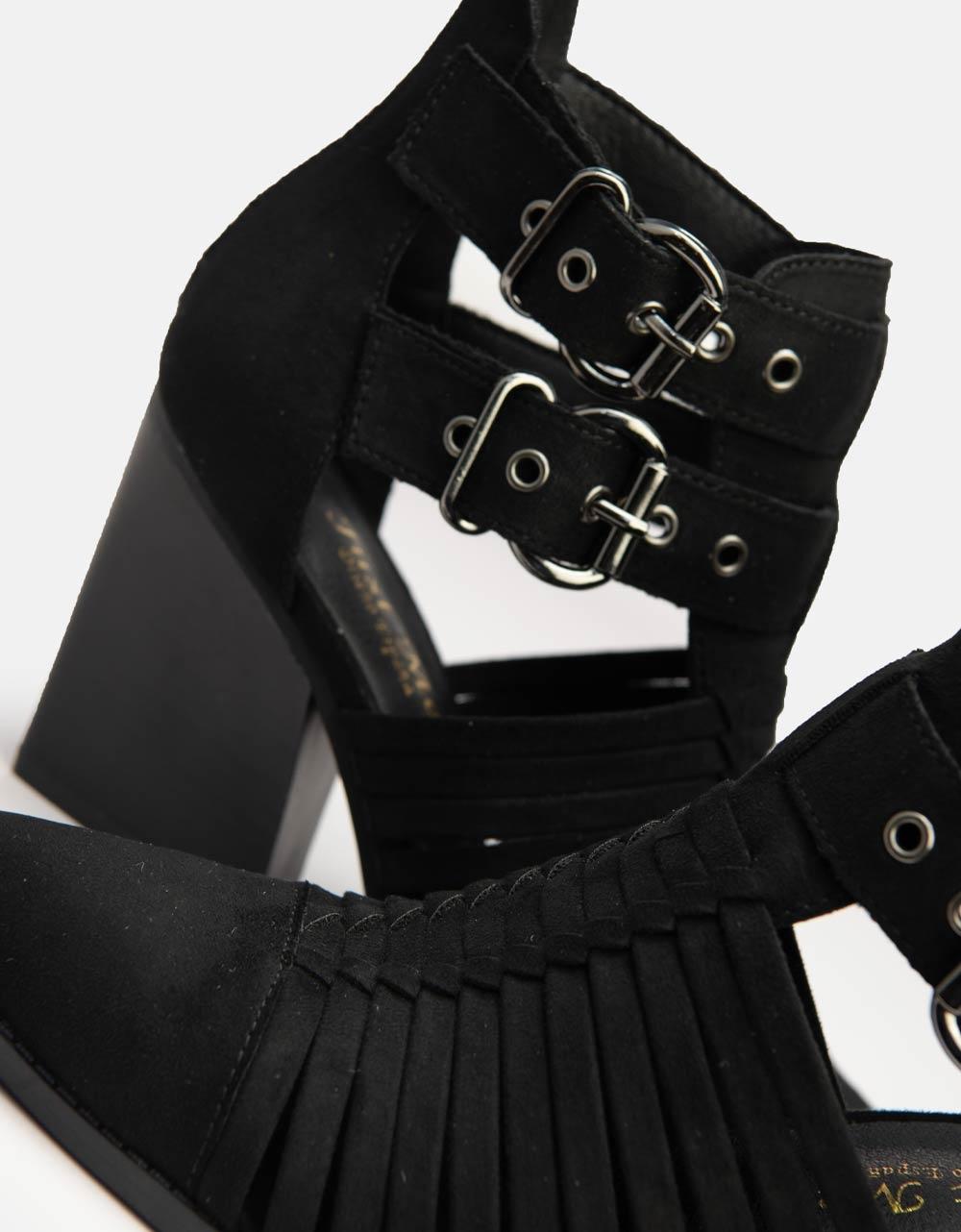 Εικόνα από Γυναικεία μποτάκια μυτερά με ανοίγματα στο πλάι Μαύρο