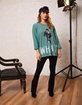 Εικόνα από Γυναικεία μπλούζα με τύπωμα Τιρκουάζ