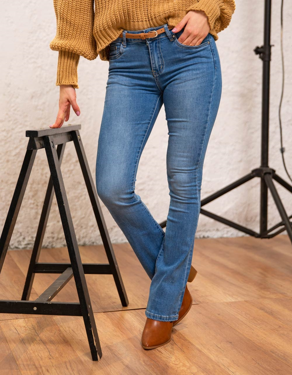Εικόνα από Γυναικείο παντελόνι ψηλόμεσο καμπάνα Τζιν