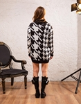 Εικόνα από Γυναικεία μπλούζα πλεκτή ζιβάγκο Μαύρο/Λευκό