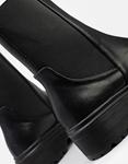 Εικόνα από Γυναικεία μποτάκια μονόχρωμα με λάστιχο Μαύρο