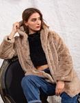 Εικόνα από Γυναικείo παλτό με κουκούλα από οικολογική γούνα Μπεζ