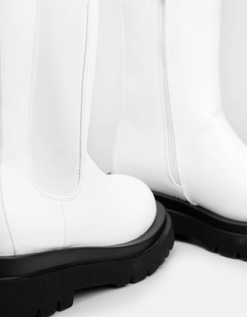 Εικόνα από Γυναικεία μποτάκια μονόχρωμα με λάστιχο στο πλάι Λευκό